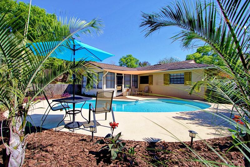swimming-pool-house-rear-deland-florida