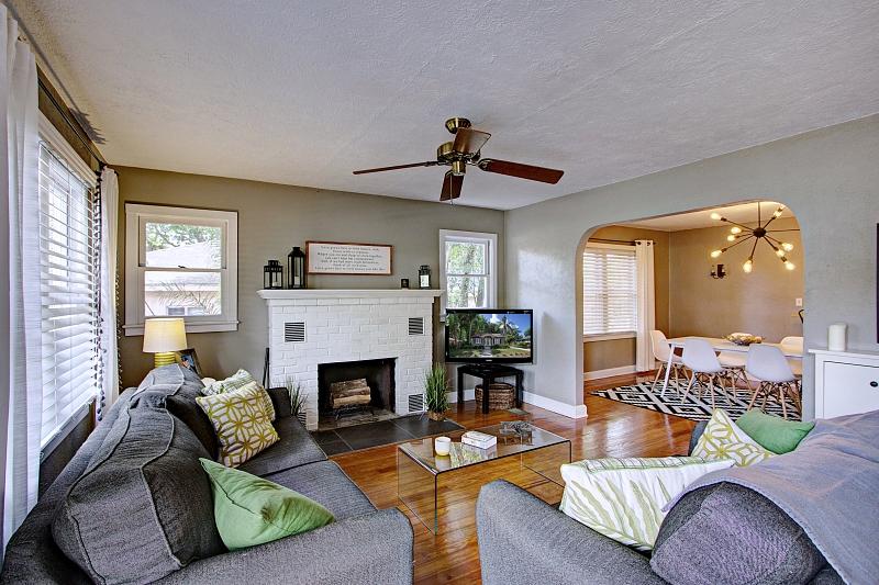 staged-living-room-deland-florida
